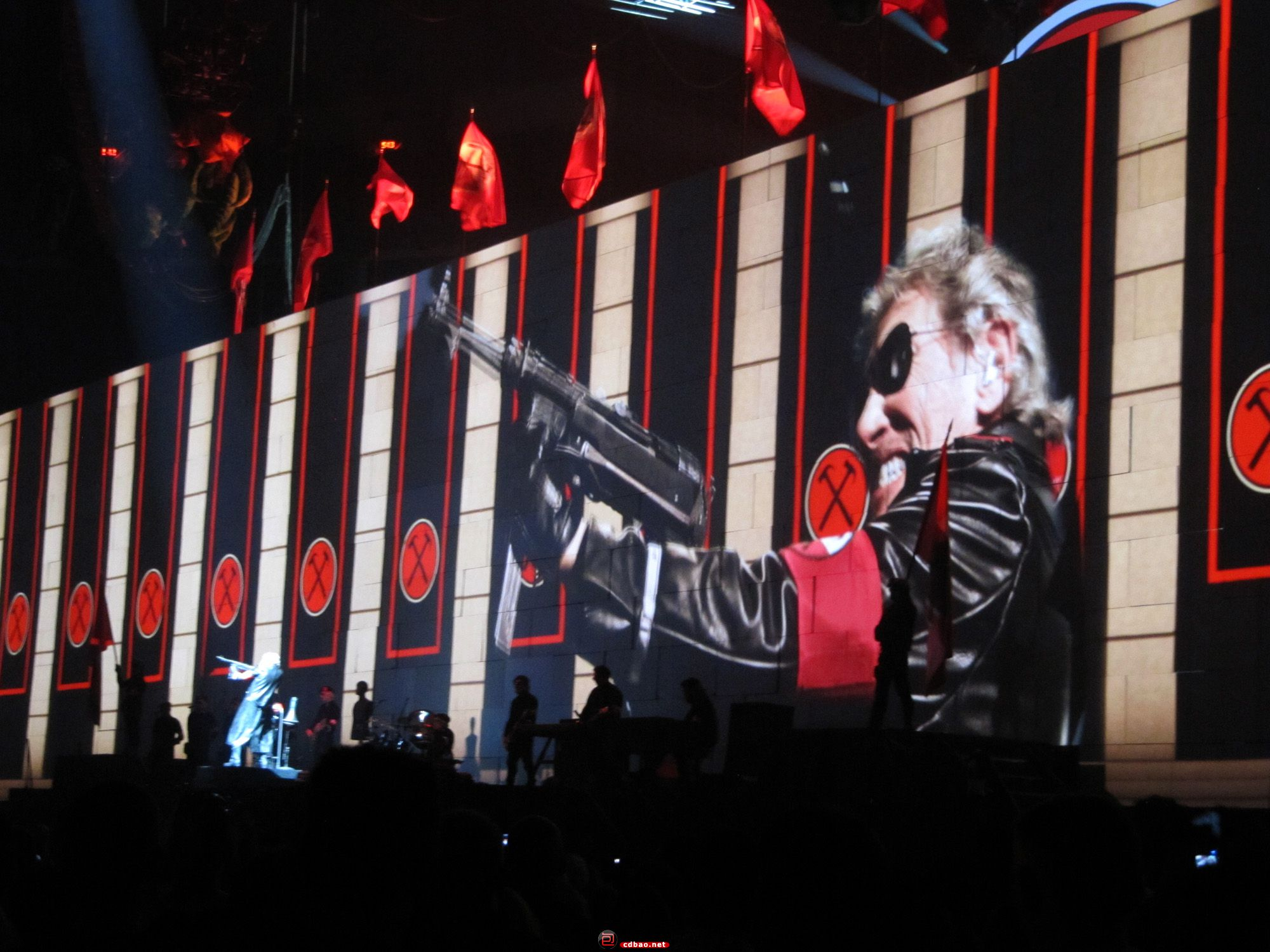 Roger_Waters_-The_Wall-_in_Toronto,_Ontario_-_01.jpg