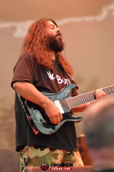 Stephen Carpenter – lead guitar (1988–present).jpg