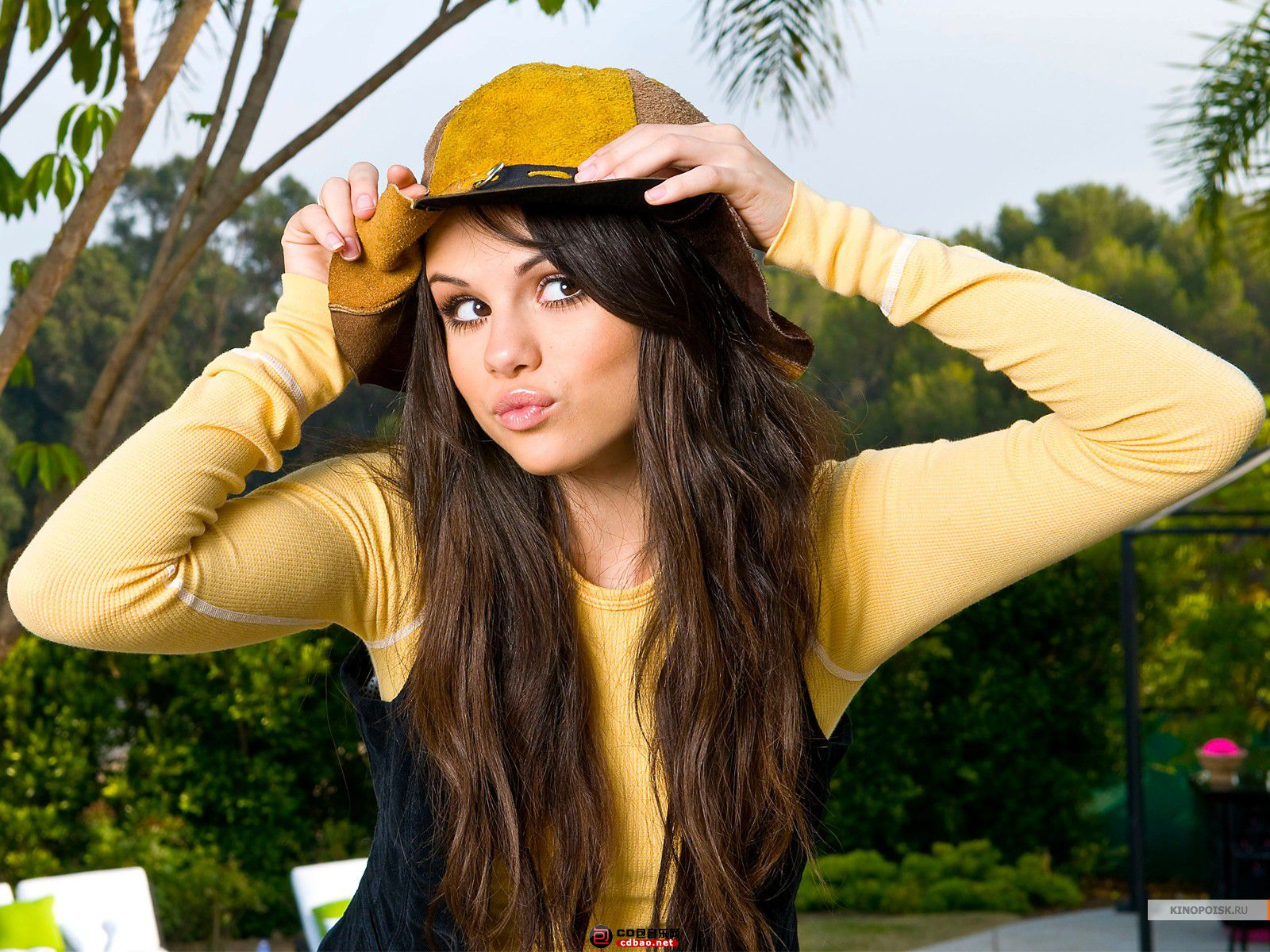 kinopoisk.ru-Selena-Gomez-895185_1600.jpg