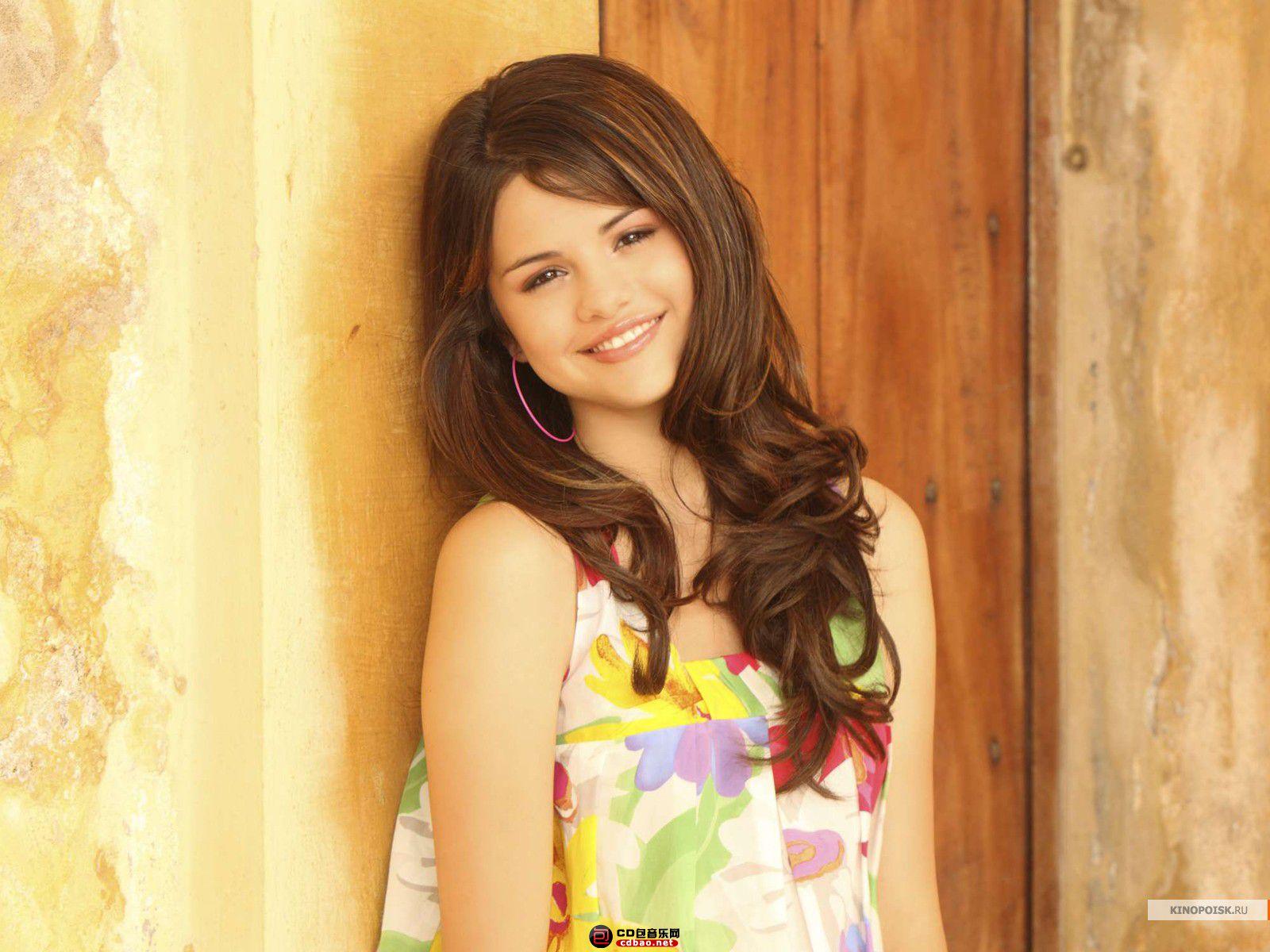 kinopoisk.ru-Selena-Gomez-989521_1600.jpg